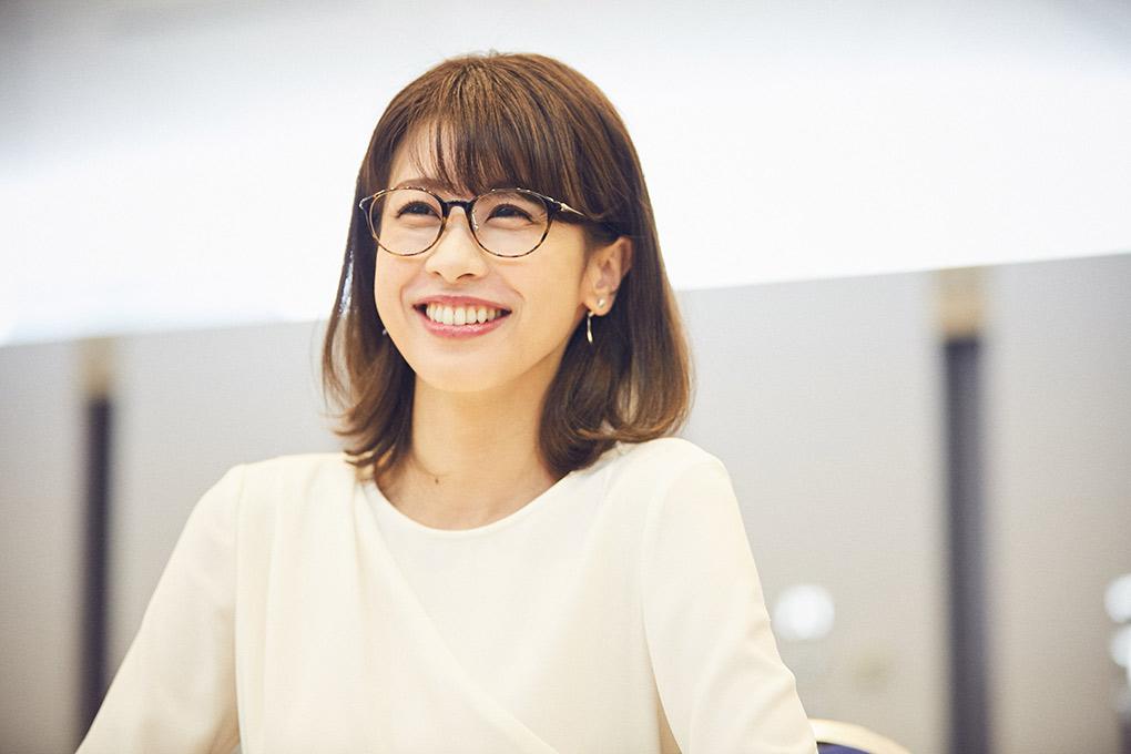 メガネベストドレッサー賞 加藤綾子さんインタビュー めがね覚え立て めがね新聞 メガネ 眼鏡