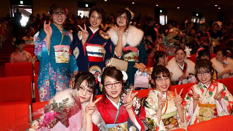 さすが、めがねのまち! 鯖江市が新成人に贈ったプレゼントとは?