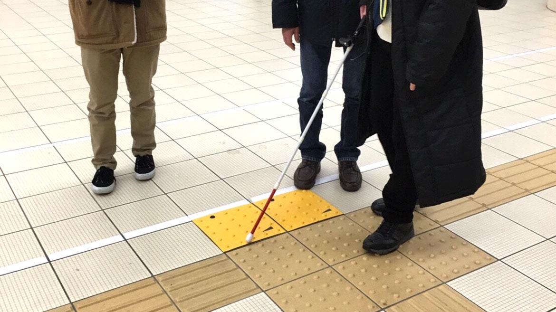 AIが音声案内をする点字ブロック!? 金沢工業大学が考案する新たな歩行サポートシステムとは?