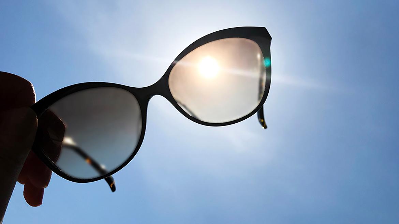 【伊藤美玲のめがねコラム】第60回「道具としてのサングラス」